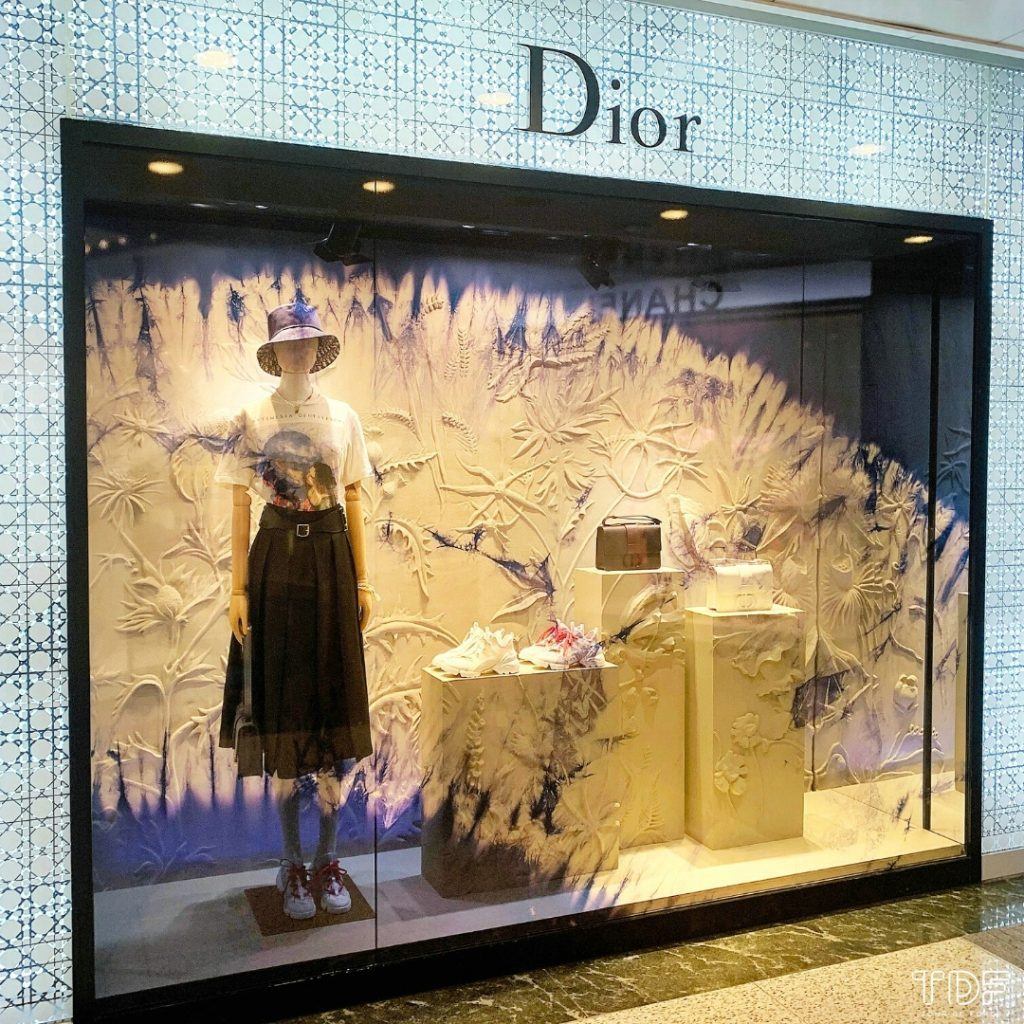 luxury shop window_TDF_Visual Merchandising Storytelling Manufacturing Specialist_Dior Lady D-Lite