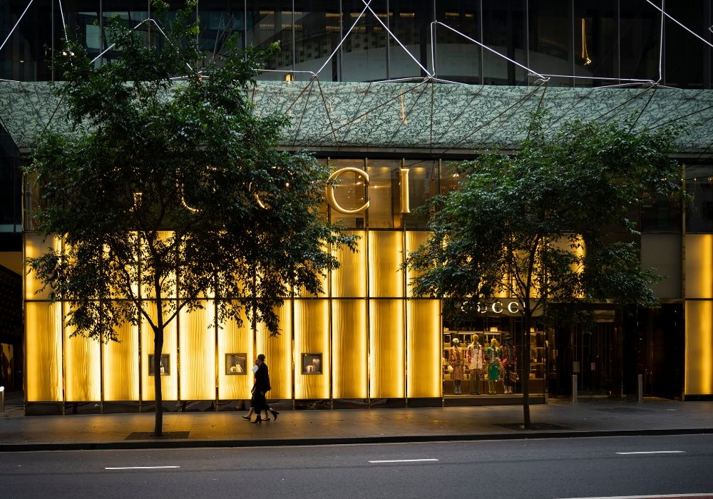 Physical Luxury Stores Shop Window_Will Digitalisation Ever Rule the Luxury Industry_TDF_Visual Merchandising Storytelling Manufacturing_Gucci Store
