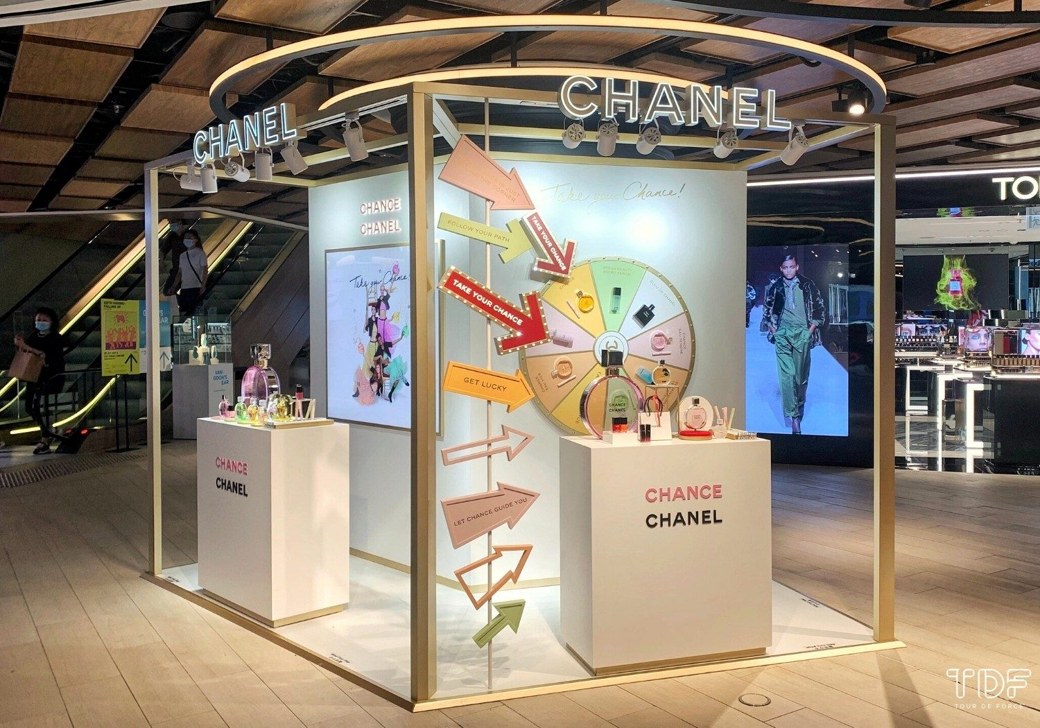 Branded Pop-up Stores_window dsiplays_TDF_Visual Merchandising Manufacturer