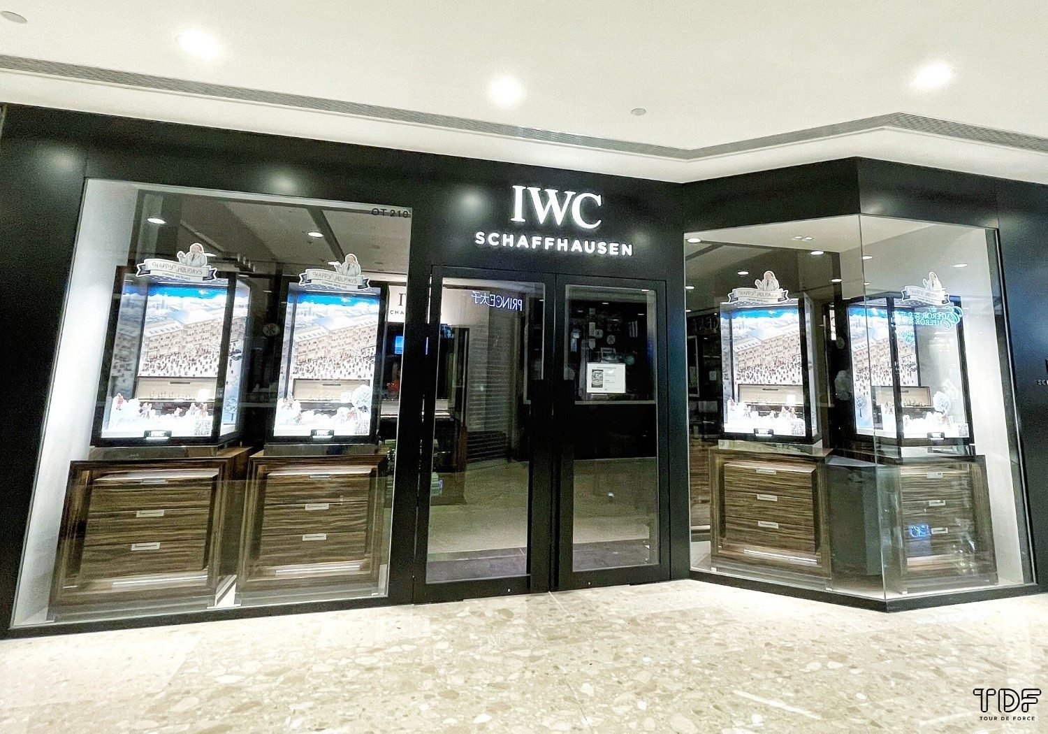 Interactive Window Displays,Christmas 2020 IWC,Tailormade window display,TDF Visual Merchandising Manufacturer