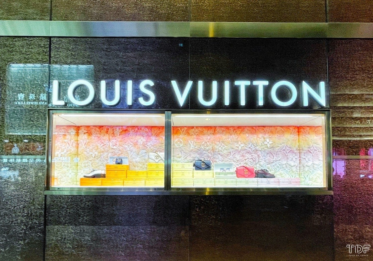 holiday window display_Louis Vuitton_TDF visual merchandising