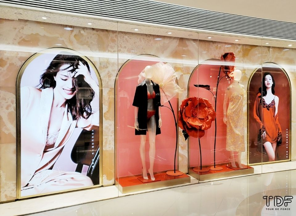 Store Window La Perla, Window Display, TDF Visual Merchandising Production Manufacturer