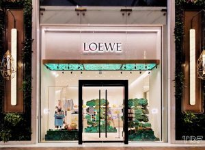 seasonal store windows, window display production, TDF visual merchandising production