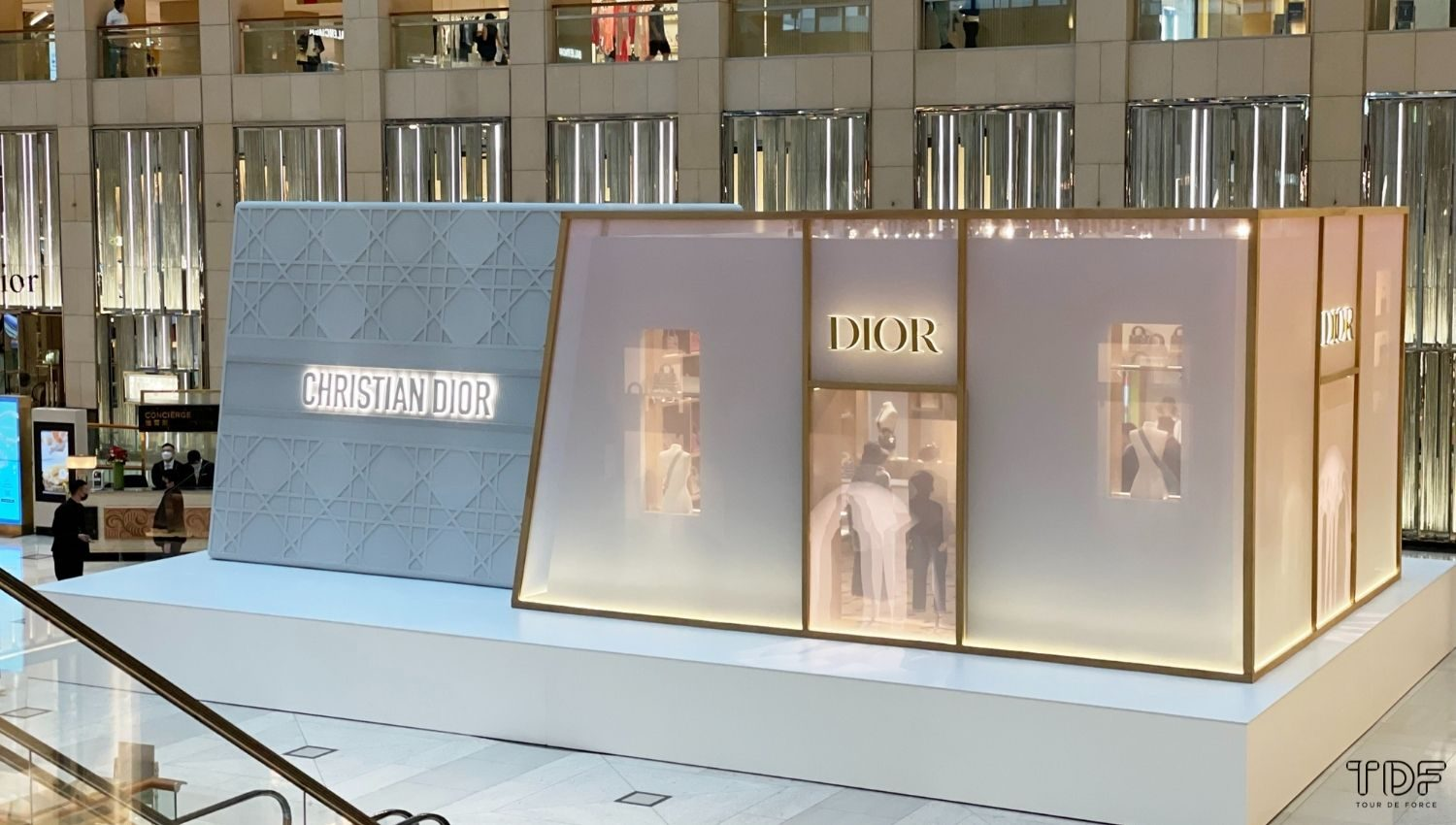 retailtainment, pop-up stores, physical stores, TDF visual merchandising