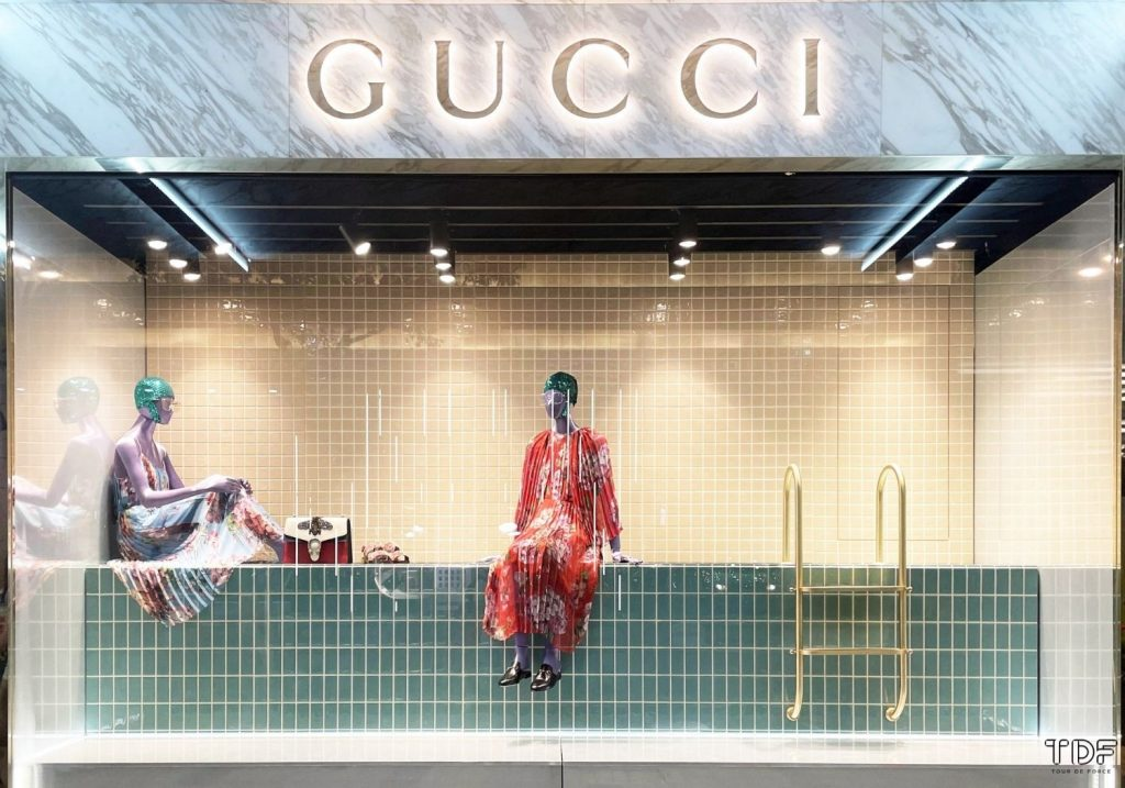 fashion window display, window props