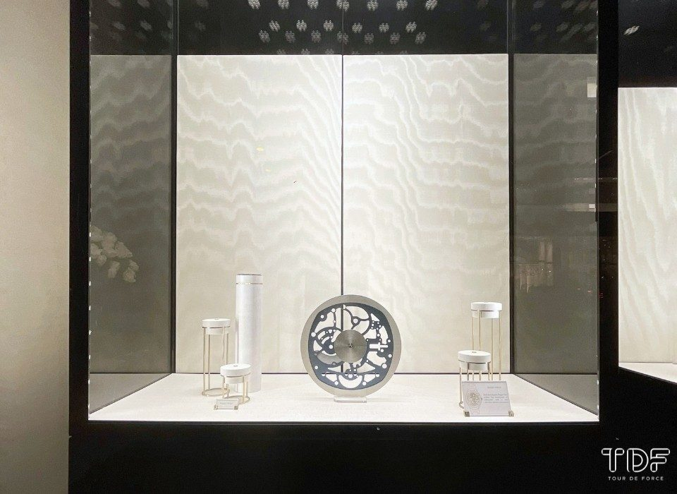 watch and jewellery store windows, TDF visual merchandising production