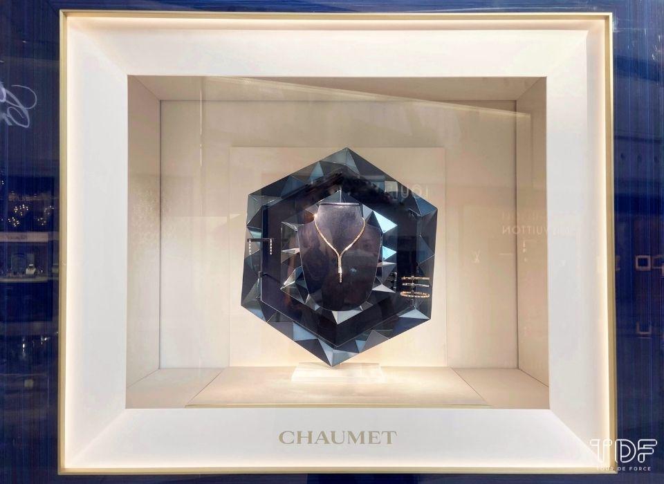 fine jewellery store windows, window props, TDF window display supplier