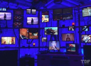 phygital strategy, phygitalisation, display window, TDF window display supplier, display props