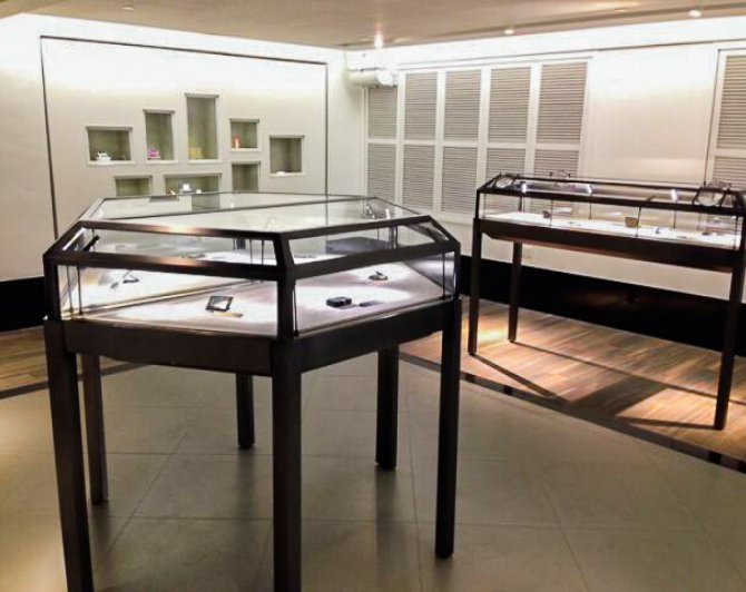 TDF Visual Merchandising Storytelling Specialist_Private Museum_Fixtures With Lighting Solutions